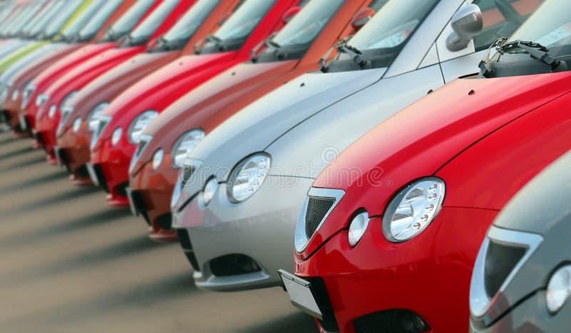 Nieuwe auto's op verkoop stock foto's