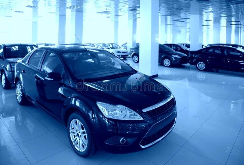 Nieuwe auto's in zaal royalty-vrije stock foto