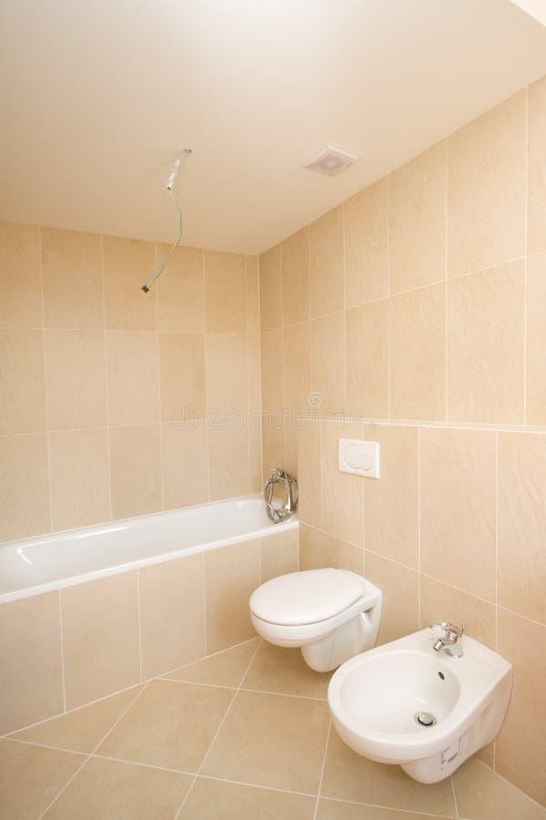 Nieuwe badkamers stock afbeelding. Afbeelding bestaande uit kraan ...