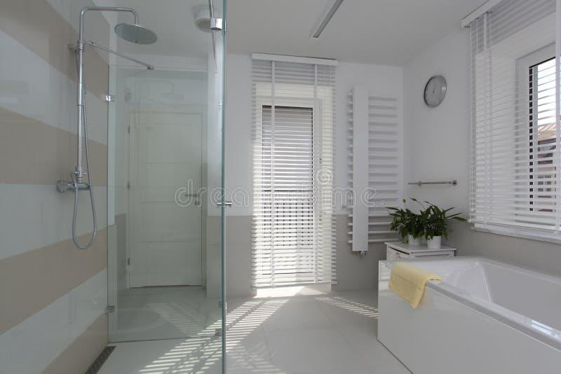 Nieuwe badkamers stock fotografie