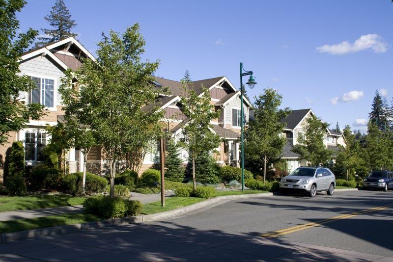 Nieuwe buurthuizen stock afbeeldingen