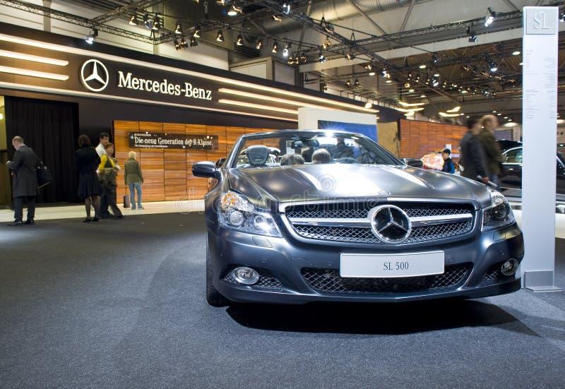 Nieuwe cabriolet van Mercedes SL500 op toont stock foto's