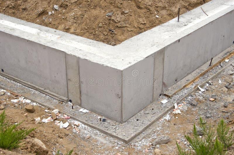 Nieuwe de basisbouw van de huisstichting stock foto's