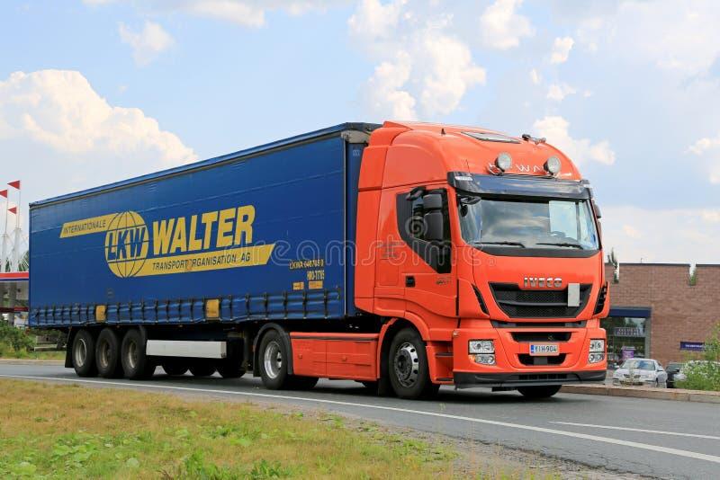Nieuwe de hallo-Manier Semi Vrachtwagen van Iveco Stralis op de Weg royalty-vrije stock foto