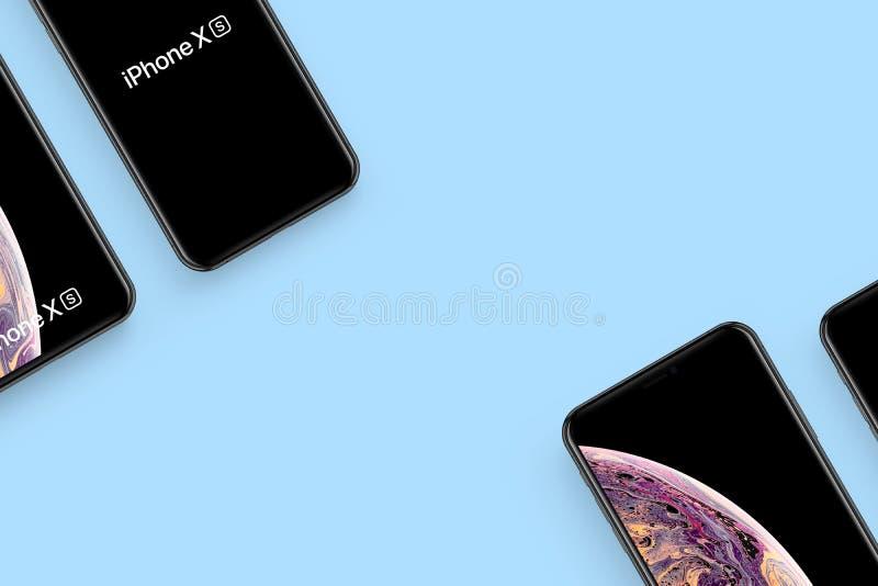 Nieuwe die iPhone op schone achtergrond wordt geïsoleerd stock foto