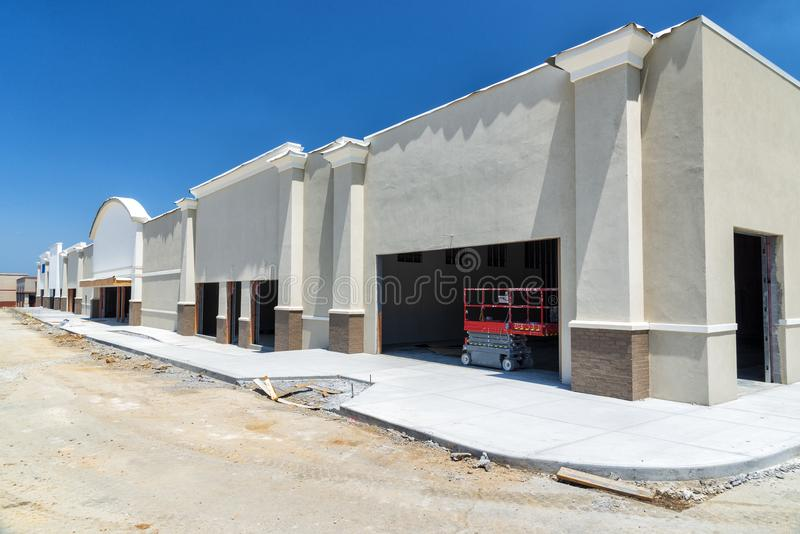 Nieuwe die Winkelcentrumbouw door de Economische Groei van brandstof wordt voorzien stock afbeelding