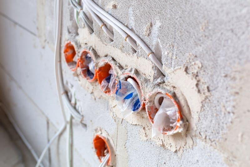 Nieuwe elektrische installatie stock afbeelding