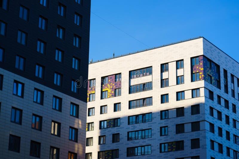 Nieuwe flatgebouwen op de horizon royalty-vrije stock foto