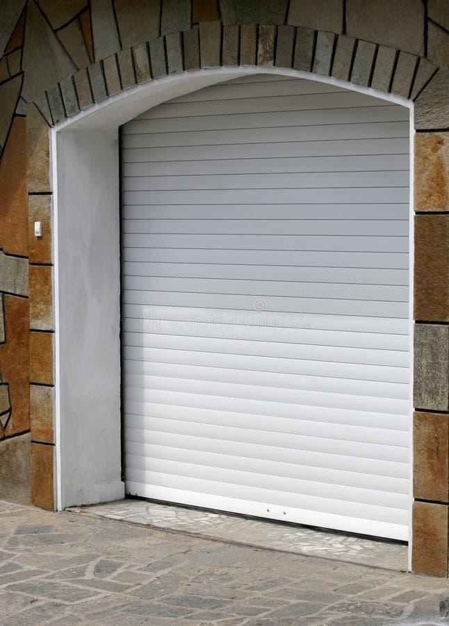 Nieuwe garagedeur stock foto's