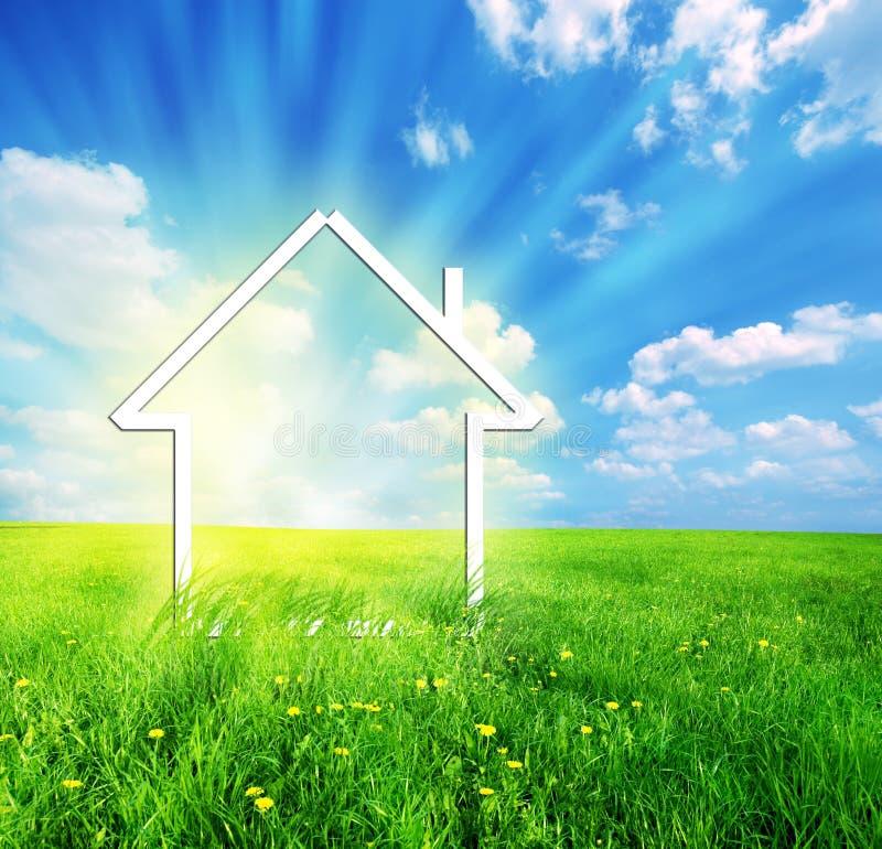 Nieuwe huisverbeelding op groene weide vector illustratie
