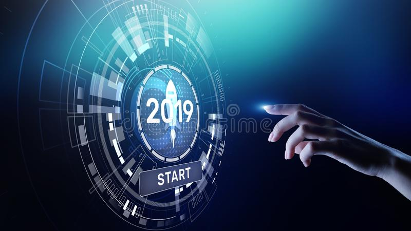 Nieuwe jaar 2019 starter op virtueel het schermhologram De financi?le groei en nieuw perspectief in zaken en het leven stock afbeeldingen