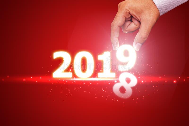 Nieuwe jaar 2018 verandering in het concept van 2019 op rood stock afbeeldingen