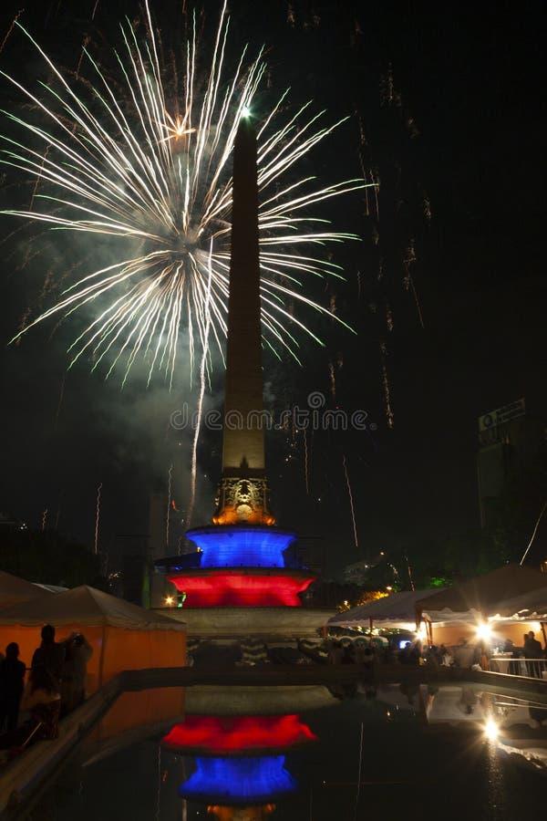 Nieuwe jaarviering met vuurwerk in het Altamira-Vierkant of het Plein Altamira, Plein Francia Caracas Venezuela royalty-vrije stock fotografie