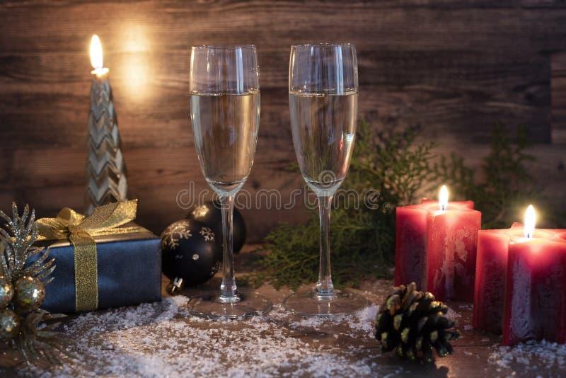 Nieuwe jaren voor de feestelijke achtergrond met champagne stock foto
