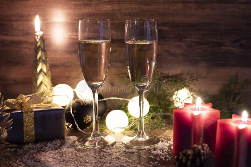 Nieuwe jaren voor de feestelijke achtergrond met champagne royalty-vrije stock afbeelding