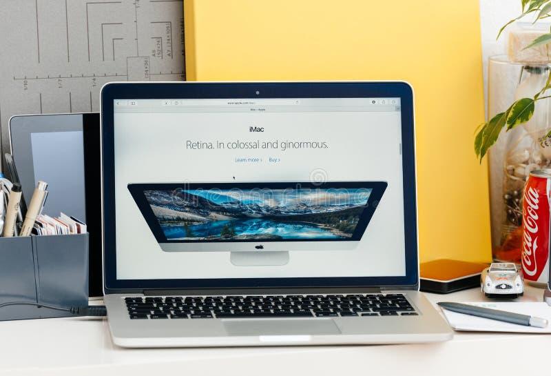 Nieuwe MacBook Pro-retina met aanrakingsbar royalty-vrije stock foto's