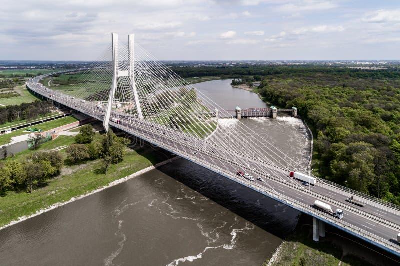 Nieuwe moderne brug stock foto
