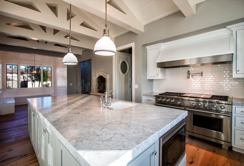 Nieuwe Moderne Huis Grote Keuken royalty-vrije stock foto