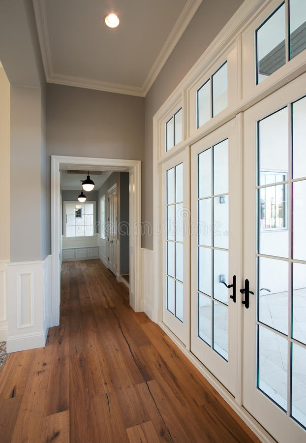 Nieuwe Moderne Huisgang stock afbeelding