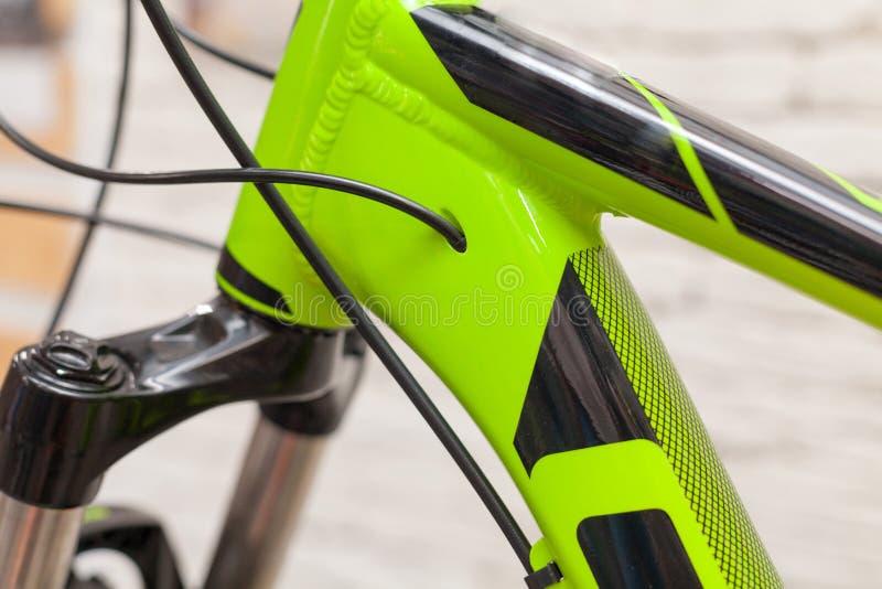 Nieuwe moderne wegfiets op witte geweven achtergrond Element van een fiets stock afbeelding