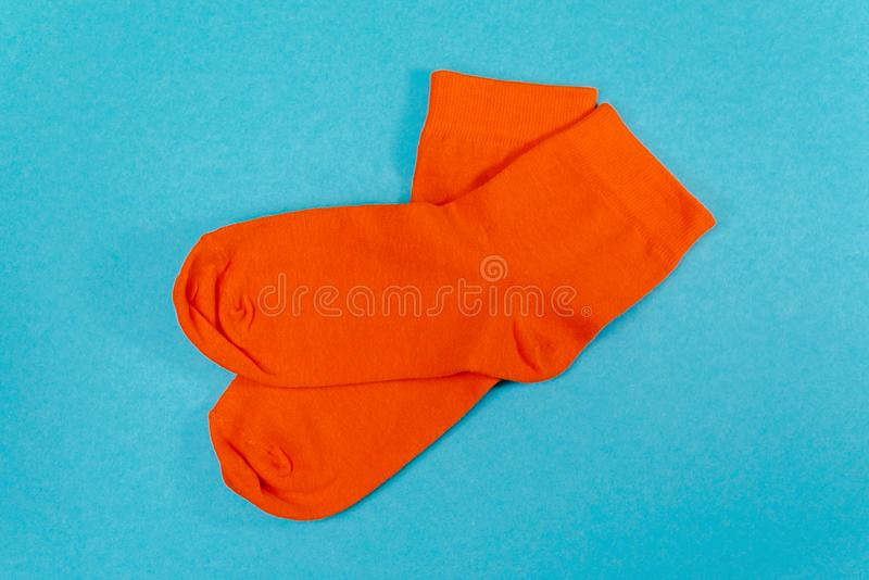 Nieuwe oranje sokken royalty-vrije stock foto's