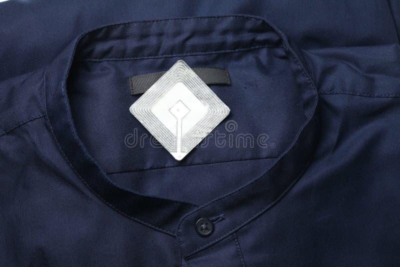 Nieuwe overhemd en rfid markering royalty-vrije stock afbeeldingen