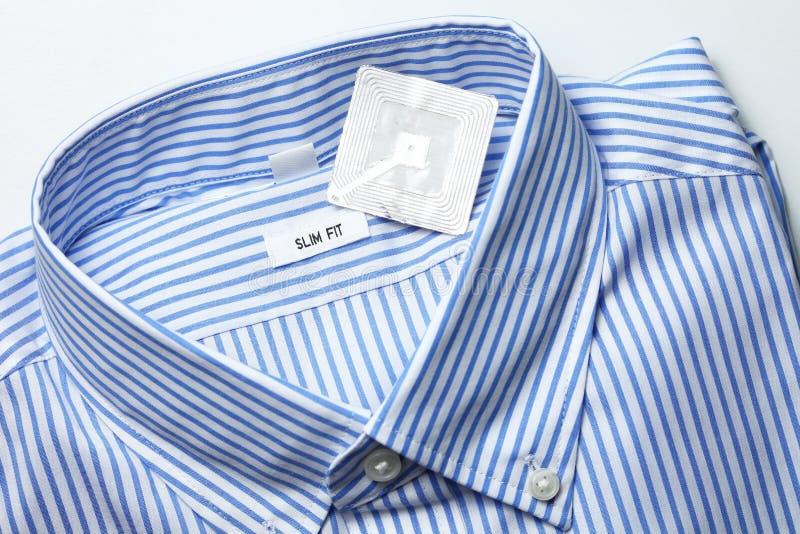 Nieuwe overhemd en rfid markering stock afbeelding