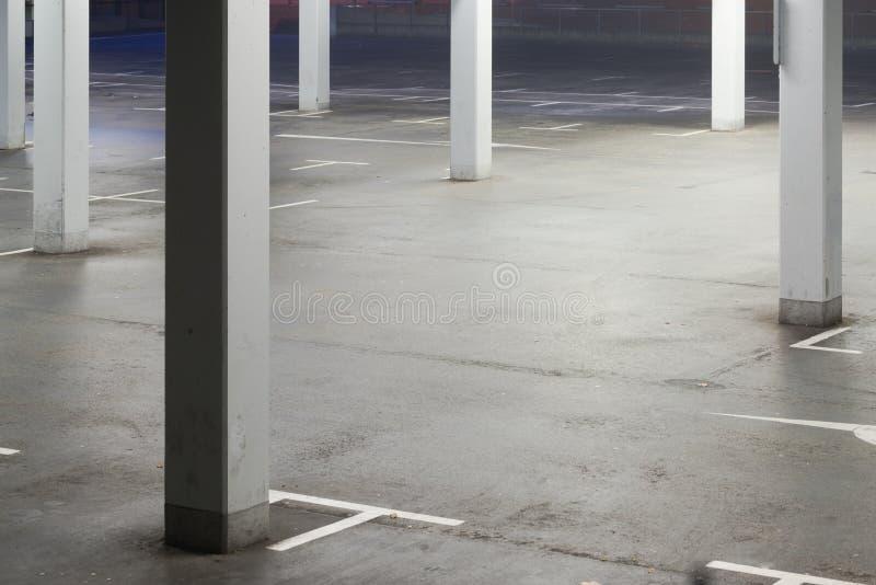 Nieuwe parkerengarage stock fotografie