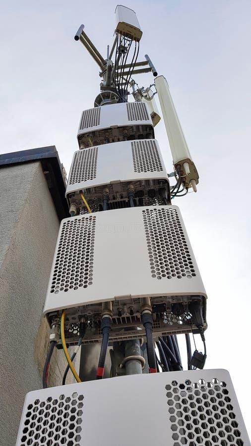 Nieuwe radio het netwerktelecommunicatie-uitrusting van 5G met radiomodules en slimme antennes stock fotografie