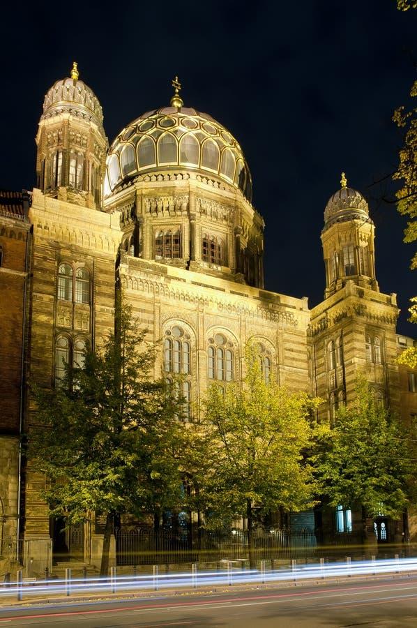 Nieuwe synagoge in Berlijn bij nacht royalty-vrije stock foto