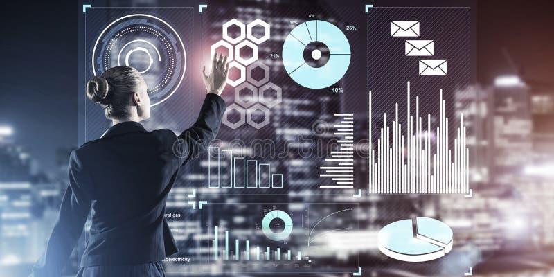 Nieuwe technologie?n en innovaties als methodes voor effici?nte moderne zaken stock foto