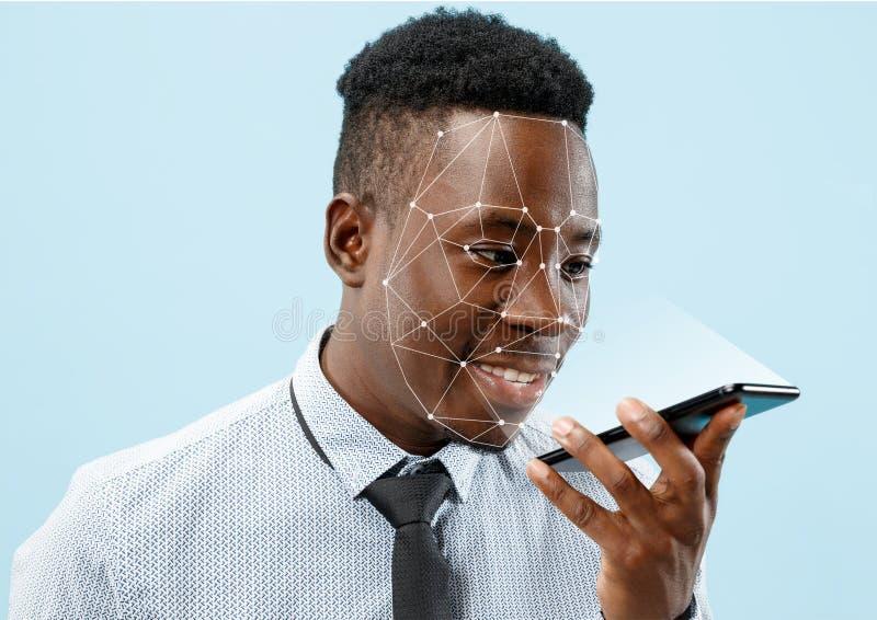 Nieuwe technologie van gezichtserkenning op veelhoekig net royalty-vrije stock afbeeldingen