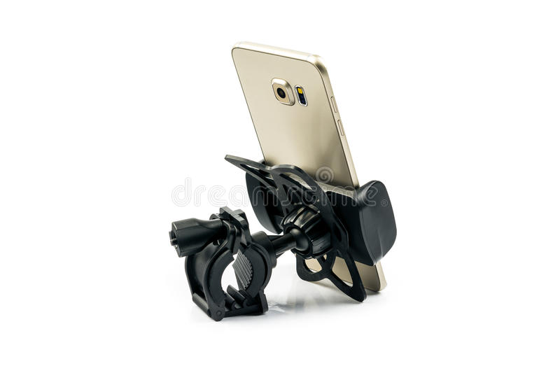 Nieuwe universele telefoonhouder voor automotor en fiets met geïnstalleerde gouden smartphone Geïsoleerdj op witte achtergrond royalty-vrije stock foto's