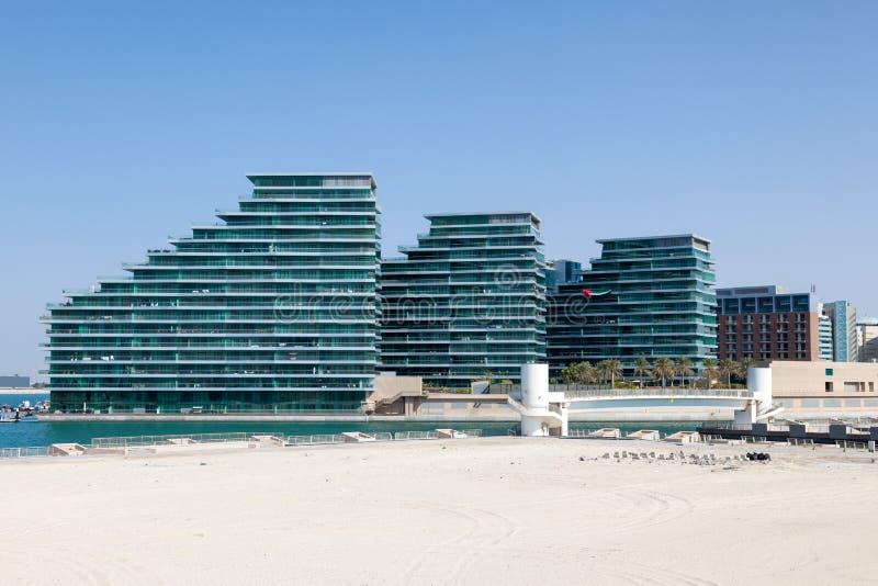 Nieuwe woningbouw in Abu Dhabi stock afbeeldingen