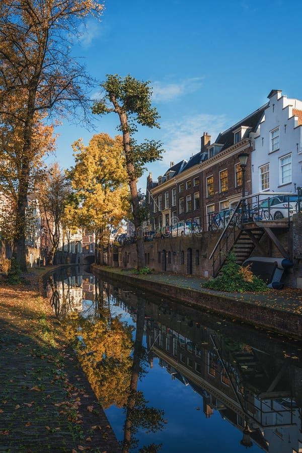 Nieuwegracht z swój łukowatymi mostami w starym miasteczku Utrecht obraz royalty free