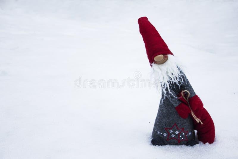 Nieuwjaar` s dwerg met zak van gift stock afbeelding