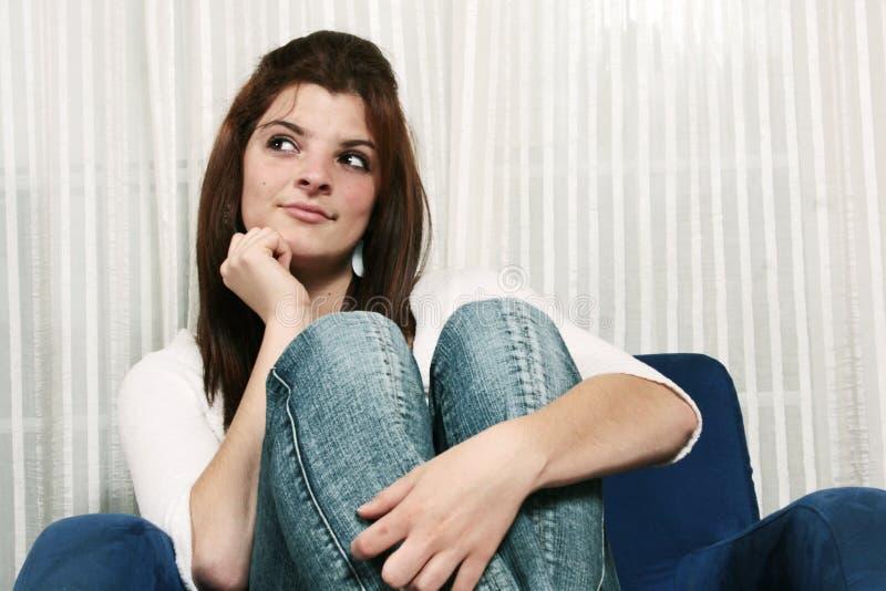 Nieuwsgierige jonge vrouw royalty-vrije stock afbeelding