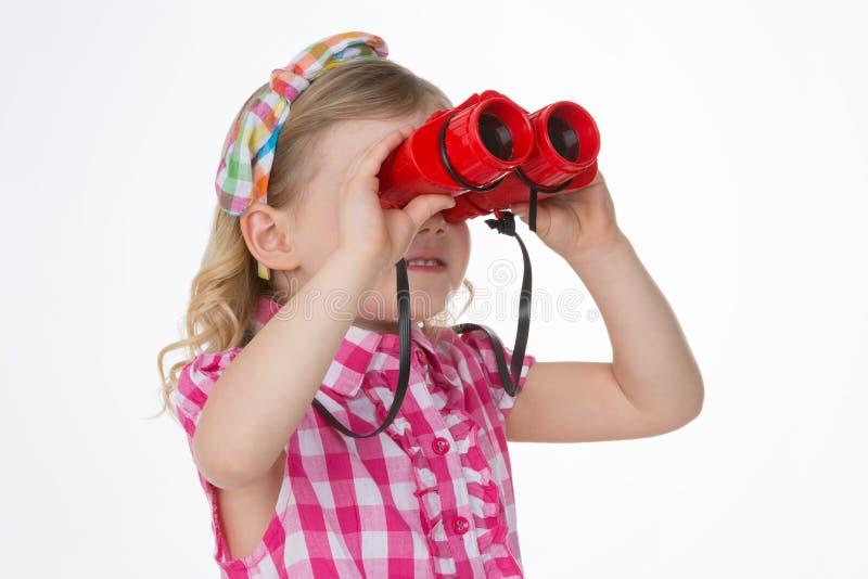 Nieuwsgierige meisjes die de horizon bekijken stock foto's