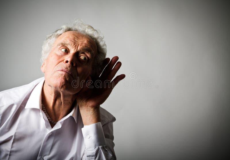 Nieuwsgierige oude mens in wit royalty-vrije stock afbeeldingen