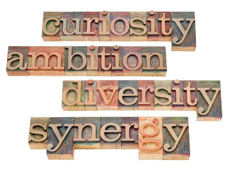 Nieuwsgierigheid, ambitie, diversiteit en synergisme stock foto's