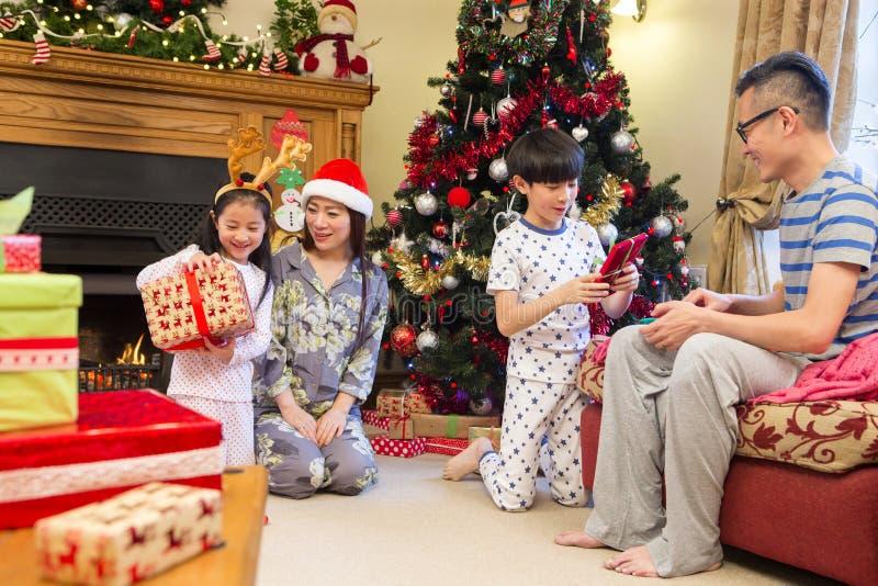 Nieuwsgierigheid in Kerstmistijd stock fotografie