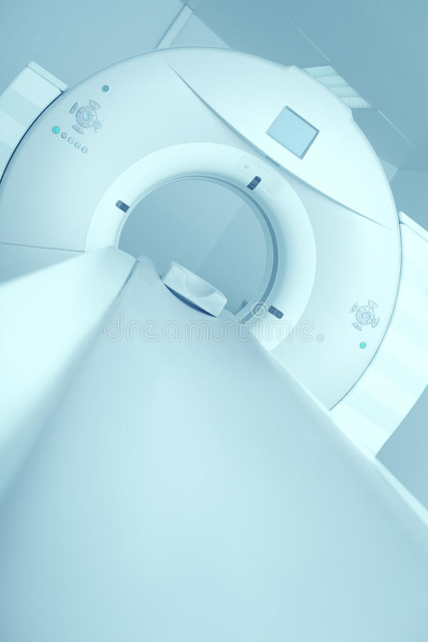 Nieuwste CT, MRI-scanner in het modern ziekenhuis royalty-vrije stock afbeeldingen