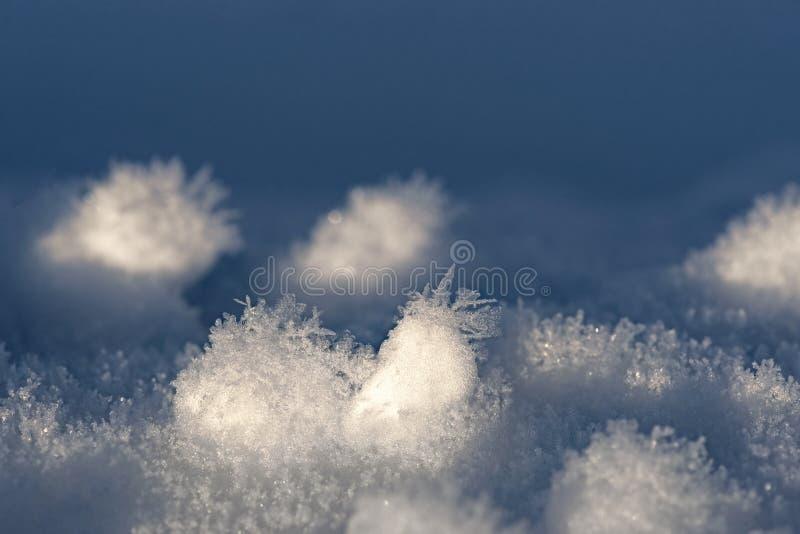 Nieve con los cristales de hielo foto de archivo libre de regalías