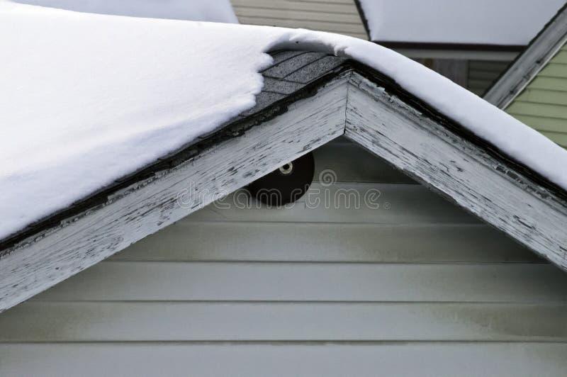 Download Nieve Cpvered foto de archivo. Imagen de casas, afuera - 42441396