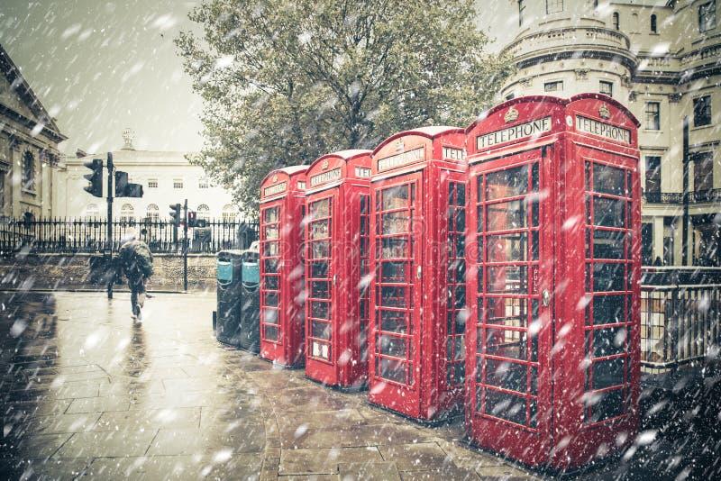 Nieve de la escena de la calle de Londres del invierno fotos de archivo libres de regalías