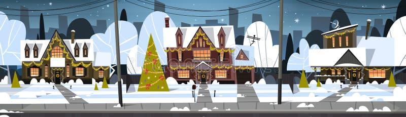 Nieve de la opinión de la ciudad del suburbio del invierno en casas con el árbol de pino adornado, la Feliz Navidad y el concepto ilustración del vector