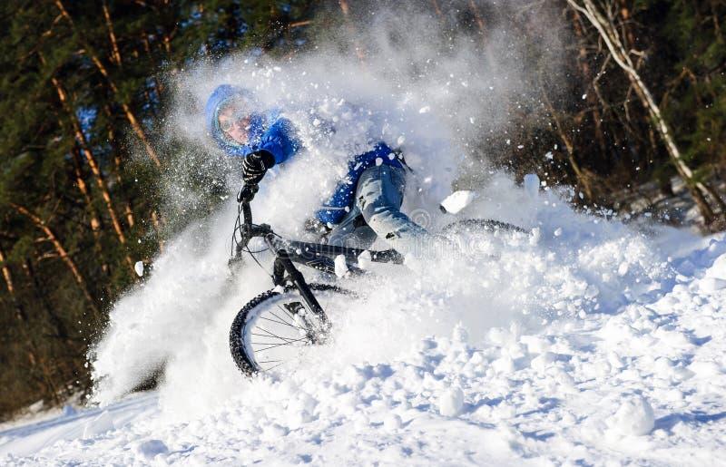 Nieve del extremo del ciclista imagen de archivo libre de regalías