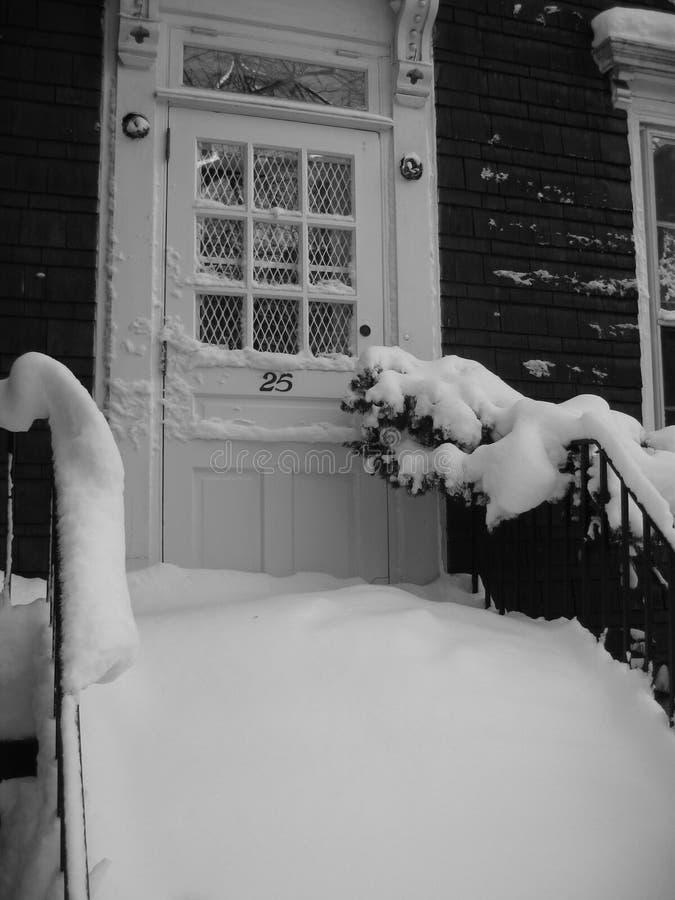 Nieve del invierno en el umbral imagen de archivo libre de regalías