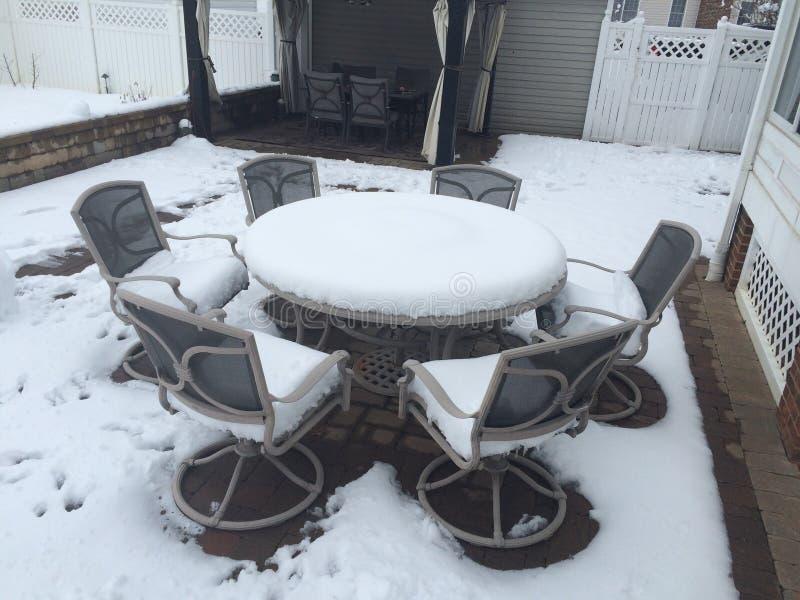 Nieve del patio trasero fotografía de archivo