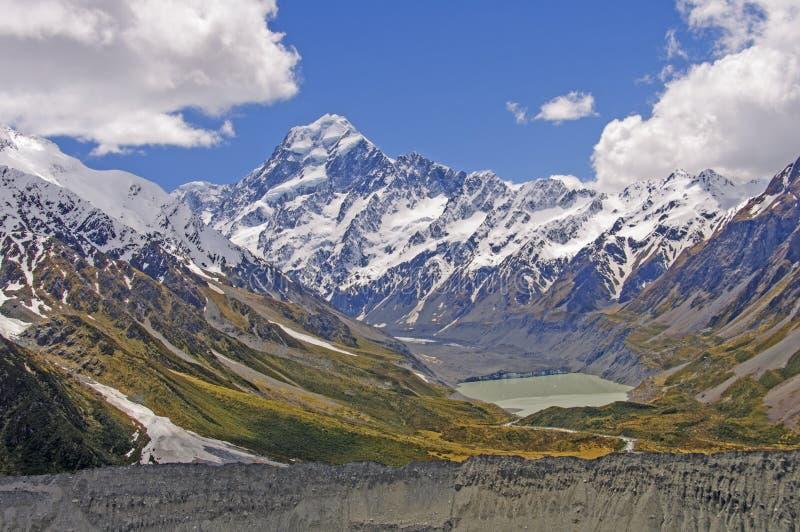 Nieve e hielo de la primavera en las montañas dentadas fotografía de archivo libre de regalías